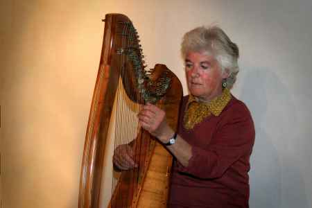 Anabelle Reynolds plays her harp